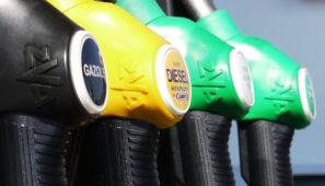El precio del barril Brent ha caído en torno al 60% desde que se inició la crisis del coronavirus en China en diciembre, pero los combustibles solo en torno al 13%.
