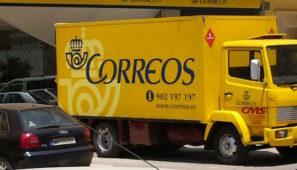 Transportes va a entregar dos mascarillas por camión a través de Correos, porque entiende que los conductores no tienen que bajarse del camión ni hacer la carga y la descarga.