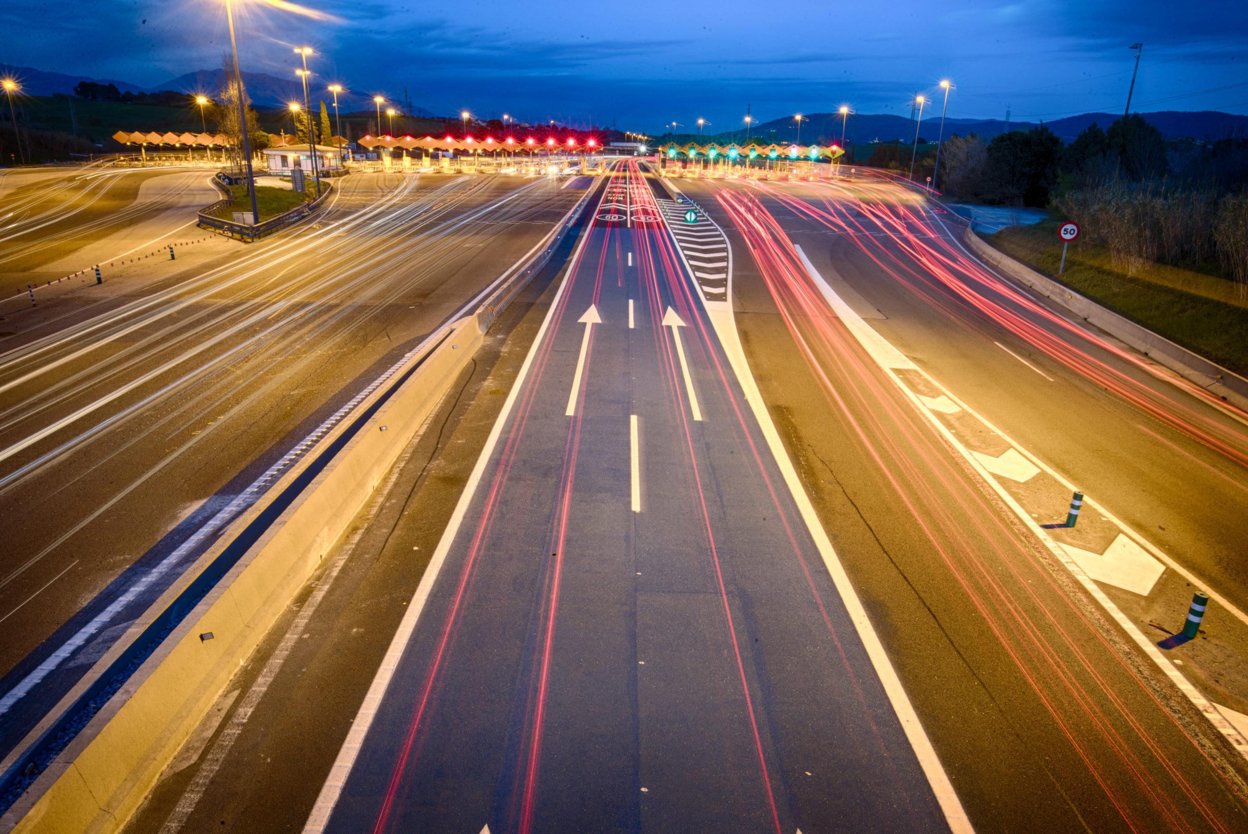 El defensor del Pueblo ha admitido a trámite la denuncia de FENADISMER contra la supresión de los descuentos en los peajes de la Ap7 y AP2 a los transportistas desde el 20 de abril.