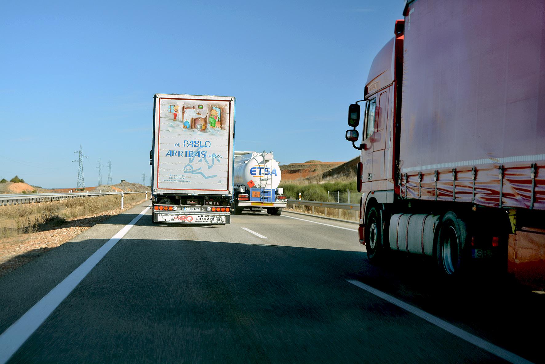 Las prórrogas que fija el Reglamento europeo para la renovación del CAP, carné de conducir, ITV, revisiones del tacógrafo, tarjetas de tacógrafo... son más ventajosas para los transportistas que las fijadas en diferentes ordenes nacionales a lo largo del estado de alarma.
