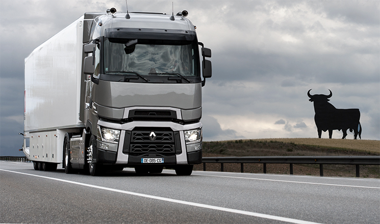 Renault Trucks lanza una oferta de tractoras seminuevas de la Serie T High Sleeper Cab desde 449 euros al mes.