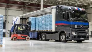 El estudio de la Universidad del País vasco sobre las repercusiones del aumento a 44 toneladas la capacidad de carga de los camiones concluye que no beneficia en nada al transporte, especialmente en las condiciones actuales de disminución de la oferta de transporte por la crisis económica.