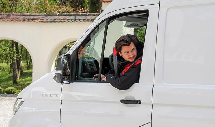 Tráfico se suma al caos de los plazos de renovaciones y decide acortar la validez de los carnés de conducir caducados durante la ITV: si han caducado entre el 14 de marzo y el 31 de mayo tienen validez hasta el 21 de agosto.