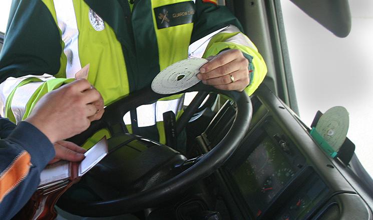 Los conductores de vehículos con tacógrafos analógicos tampoco tienen que registrar el cruce de fronteras hasta el 2 de febrero de 2022.