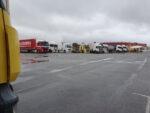 Aún quedan 3000 camiones retenidos por la nieve