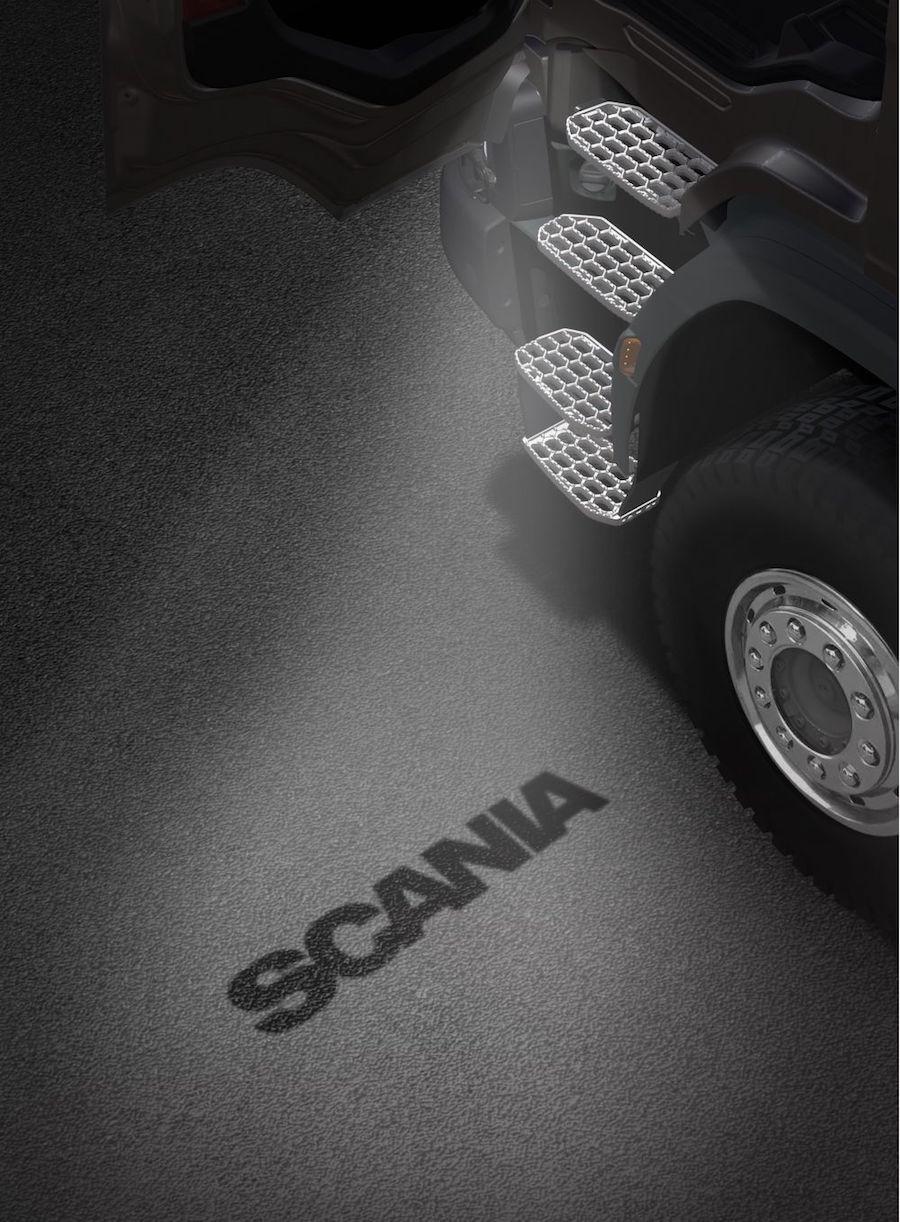 Descuentos del 20% en accesorios de Scania como la luz de bienvenida