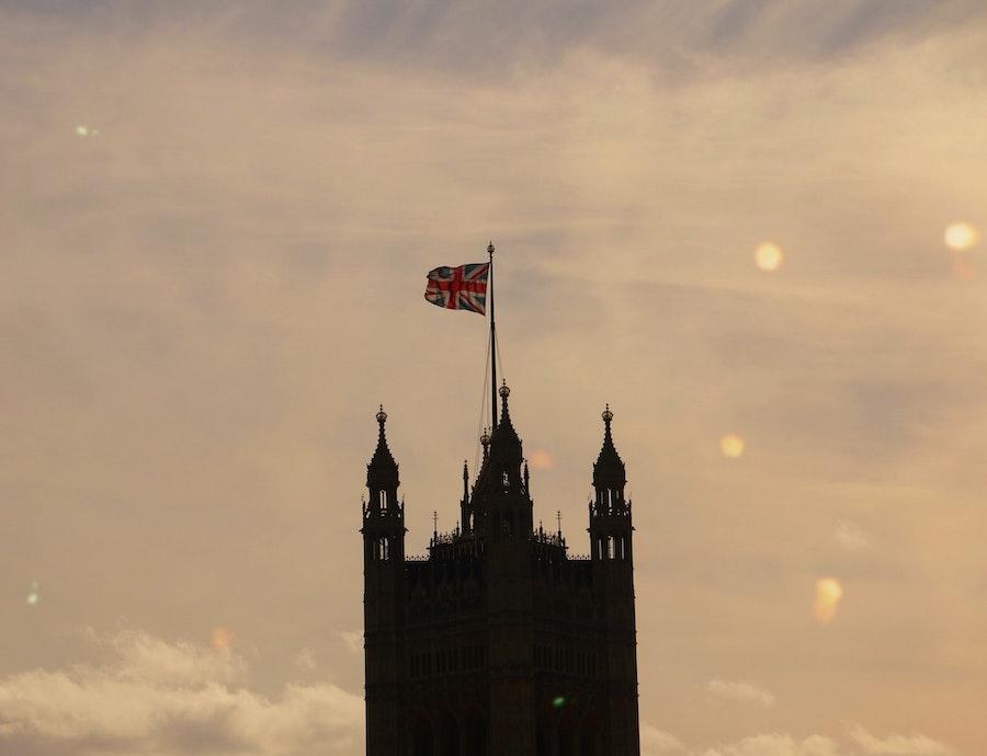 Reino Unido impone aislamiento en la cabina y pruebas Covid a los transportistas